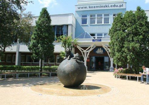 コズミンスキー大学