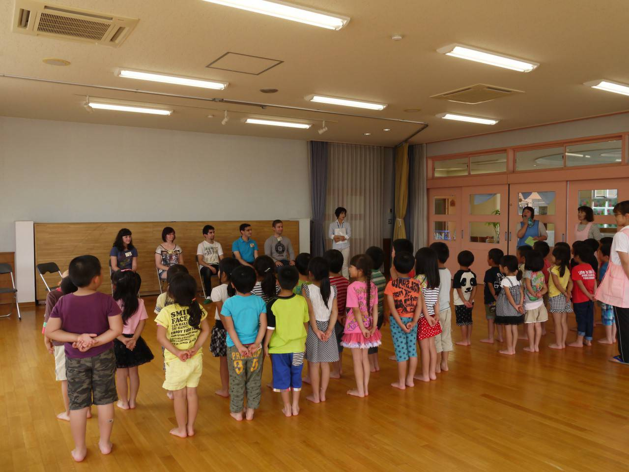 Undergraduate exchange student visited japanese local kindergarten the exchange students first introduced themselves in japanese and then taught children how to greet each other in the exchange students countries m4hsunfo